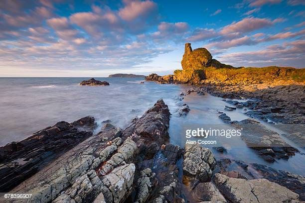 lagavulin bay, dunyvaig (dunyveg) castle, islay, argyll and bute, scotland, united kingdom, europe - argyll and bute stock photos and pictures