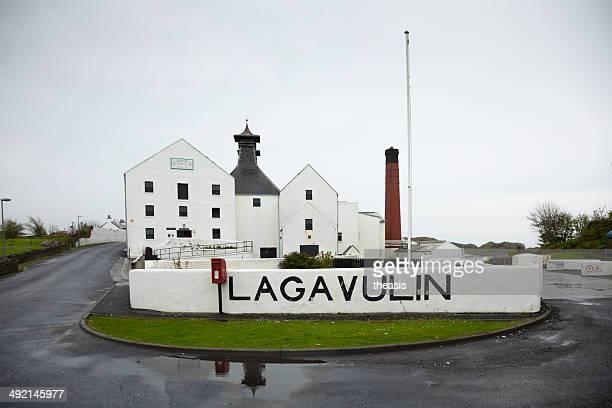lagavulin distillery - theasis stockfoto's en -beelden