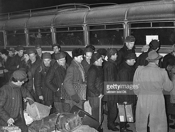 Lager Friedland RusslandHeimkehrer am Omnibus 1955