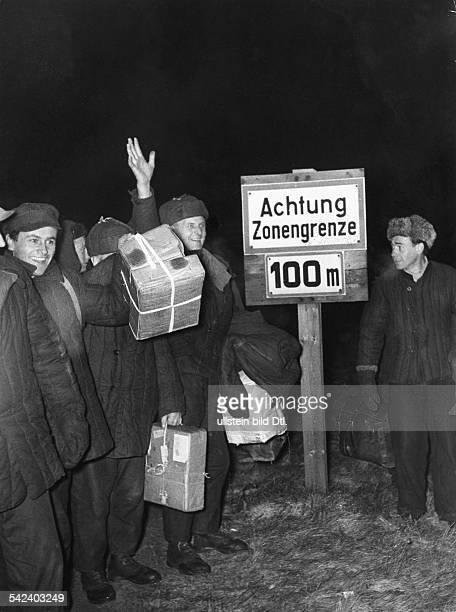 Lager Friedland RusslandHeimkehrer auf dem Wege zum Lager Friedland 1955