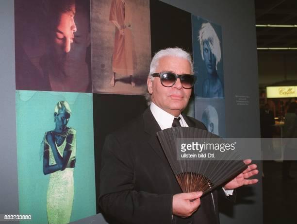 Lagerfeld Karl * Modedesigner D in seiner Fotoausstellung in Koeln die im Rahmen der Photokina 1996 stattfand