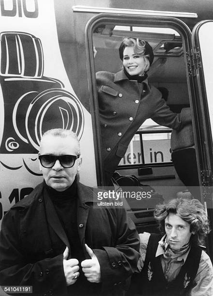 Lagerfeld Karl *Modedesigner D mit seinem Model Claudia Schiffer 1992
