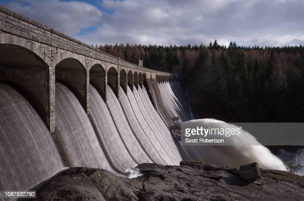 laggan dam, scotland. - construction barrier stock pictures, royalty-free photos & images