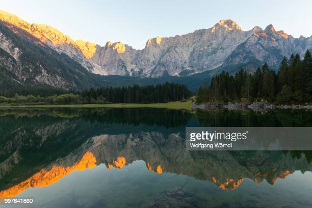 lago di fusine superiore - wolfgang wörndl stock pictures, royalty-free photos & images