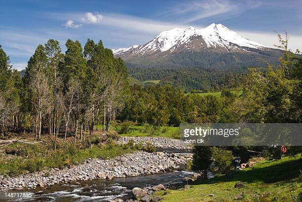 lago llanquihue and volcan calbuco. - calbuco volcano stock pictures, royalty-free photos & images