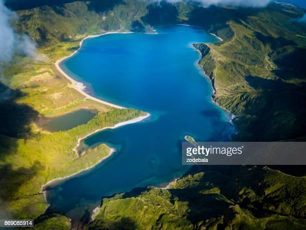 Lago hacer Fogo y verde Valle en la isla de San Miguel-california