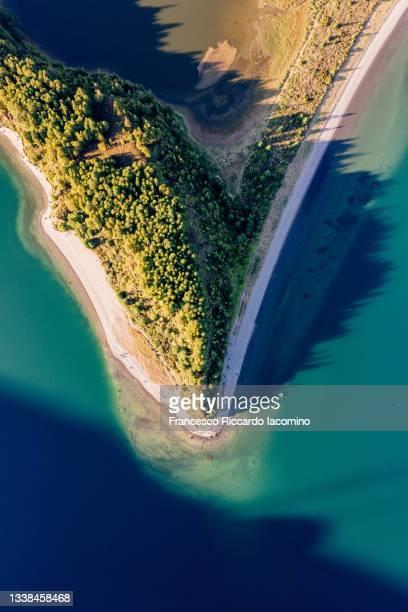 lagoa do fogo, top down view on the beach of the crater lake. azores islands - iacomino portugal foto e immagini stock