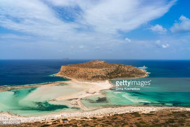 lagoon at balos beach in kissamos, greece. - creta fotografías e imágenes de stock