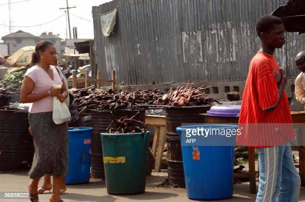 Roasted birds are seen for sale in a local market in Lagos 13 February 2006 Nigerian health officials said that suspected cases of the deadly H5N1...