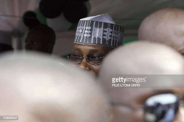 State security operatives surround Nigerian Vice President Atiku Abubakar 20 December 2006 as he arrives in Tafawa Balewa Square in Lagos where the...