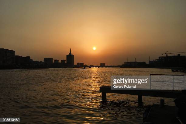 lagos view from ikoyi in lagos island during the sunset - lagos nigeria stock pictures, royalty-free photos & images