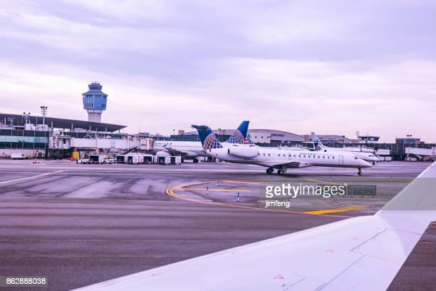 laguardia airport - laguardia airport stock pictures, royalty-free photos & images