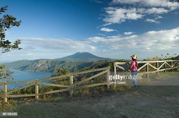 laguna de apoyo and mombacho volcano - nicaragua fotografías e imágenes de stock