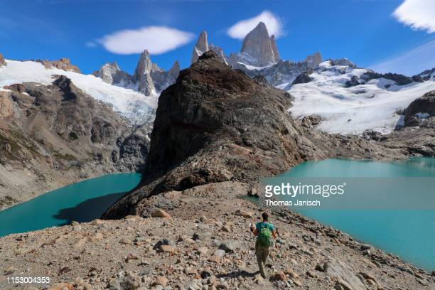 laguna de los tres and laguna sucia with mount fitz roy in the back, patagonia, argentina - três pessoas stock pictures, royalty-free photos & images