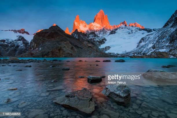 laguna de los tres and mount fitz roy in the background - chalten stock pictures, royalty-free photos & images