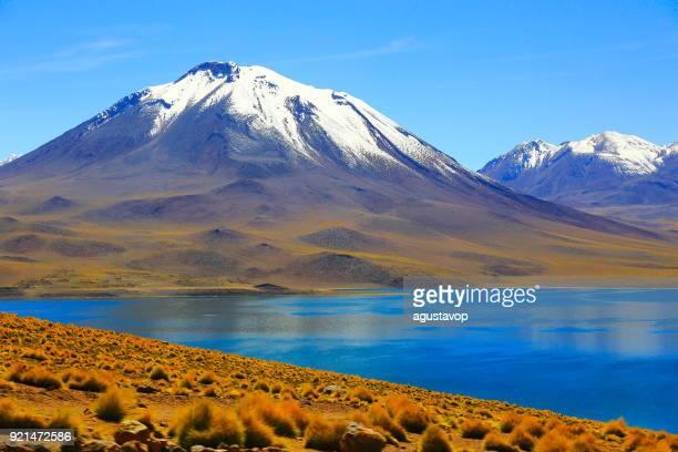 lagunas miñiques e miscanti - turquesa lago vulcânico deserto de atacama - chile - ponto de referência natural - fotografias e filmes do acervo