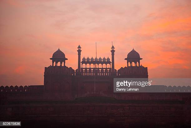 lahore gate at the red fort, lal qila, seat of mughal power and a symbol of indian nationhood, delhi, india - agra fort stock pictures, royalty-free photos & images
