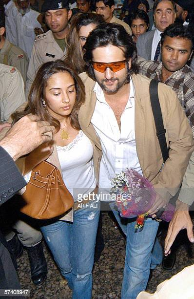 Indian actor Fardeen Khan arrives with his wife at The Allama Iqbal International Airport in Lahore 24 April 2006 An Indian delegation of Bollywood...