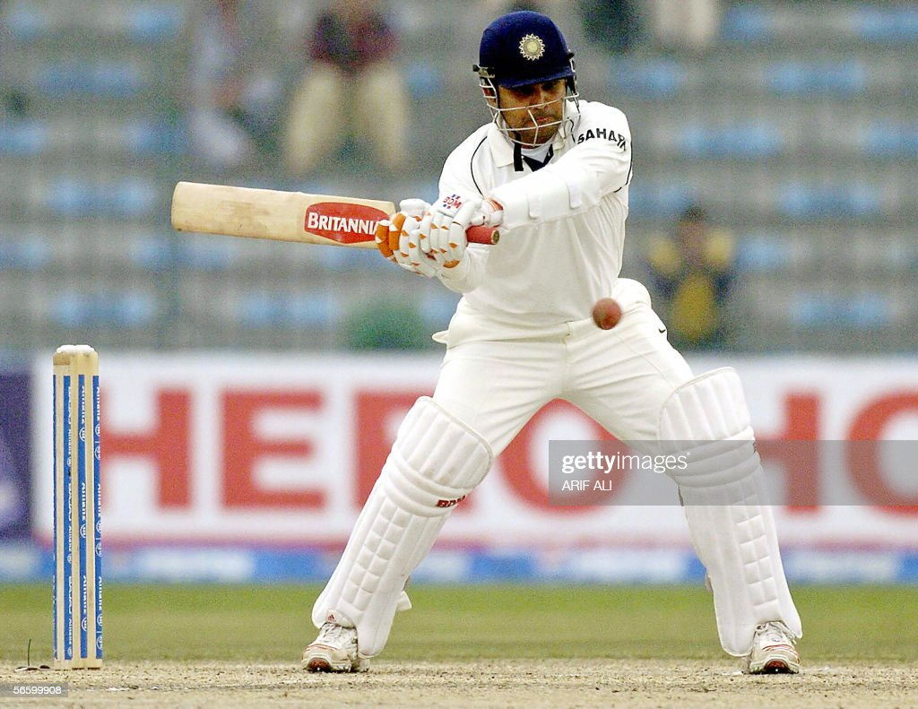Indian batsman Virendra Sehwag plays a s : News Photo