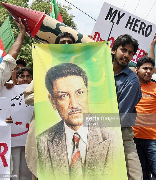 Pakistani activists of Islami Jamiat Tulba carry a poster of Pakistan's nuclear pioneer Abdul Qadeer Khan during a rally in Lahore 28 May 2007 to...