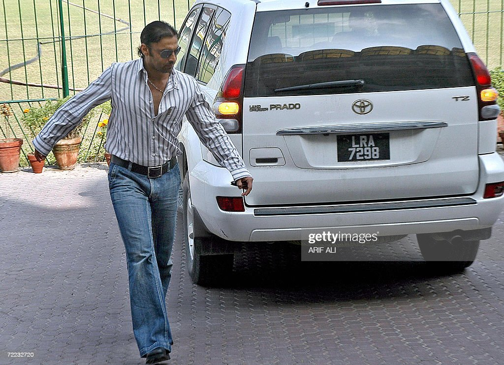 Suspended Pakistani pacer Shoaib Akhtar arrives to record his statements in doping cases in Lahore 21 October 2006 Akhtar and Mohammad Asif appeared..