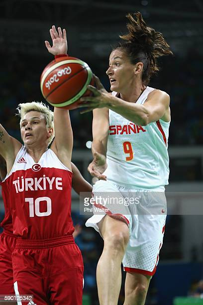 Laia Palau of Spain passes during the Women's Quarterfinal match between Spain and Turkey at Carioca Arena 1 on August 16 2016 in Rio de Janeiro...