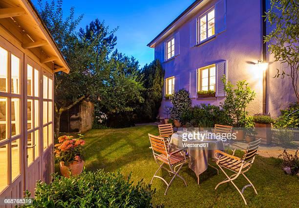 laid table in garden in the evening - abenddämmerung stock-fotos und bilder