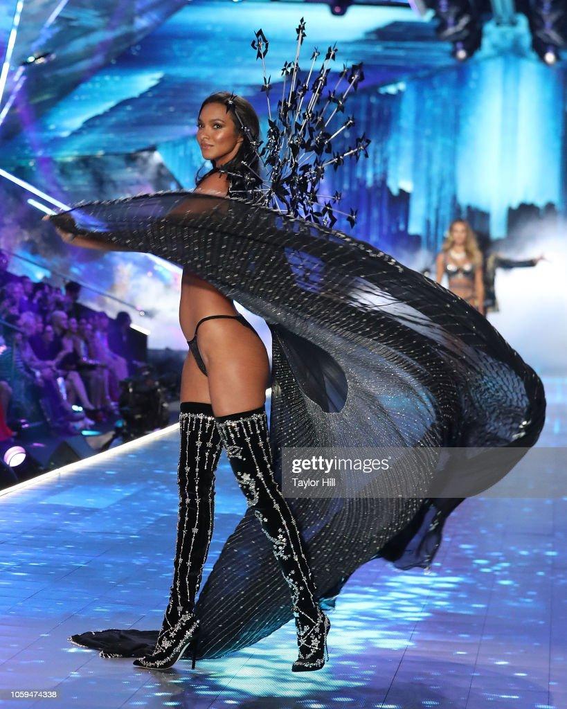 Lais Ribeiro Walks The Runway During The 2018 Victoria S Secret