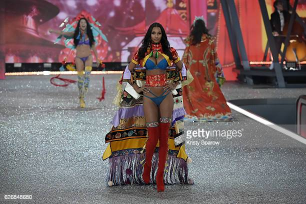 Lais Ribeiro walks the runway during the Victoria's Secret Fashion Show on November 30 2016 in Paris France