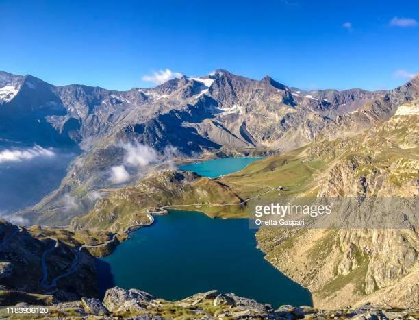 lago agnel e like serrù, parco nazionale del gran paradiso, piemonte, italia - parco nazionale del gran paradiso foto e immagini stock