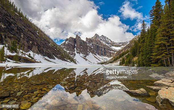 lake agnes, banff national park - chateau lake louise - fotografias e filmes do acervo