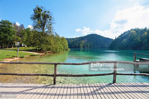 lake and boardwalk over water, plitvice national park - 柵 ストックフォトと画像