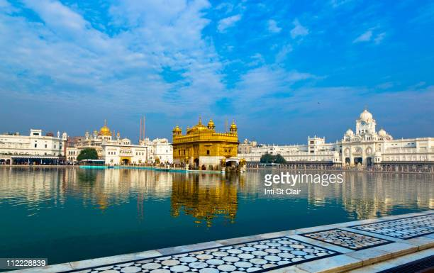 lake and golden temple - amritsar stock pictures, royalty-free photos & images