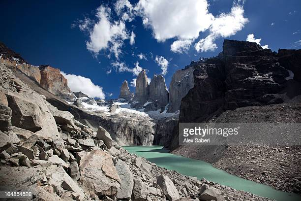 a lake and jagged peaks in torres del paine national park. - alex saberi foto e immagini stock