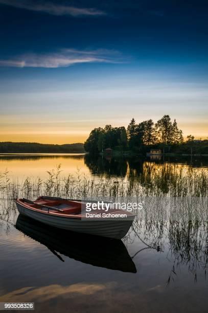 lake and rowing boat at sunset in bengtsfors, dalsland, sweden - dalsland - fotografias e filmes do acervo
