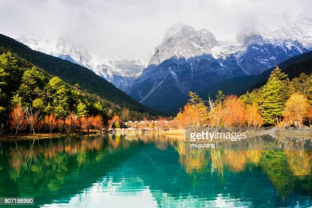 lake and snow mountain in autumn - yunnan province stock pictures, royalty-free photos & images