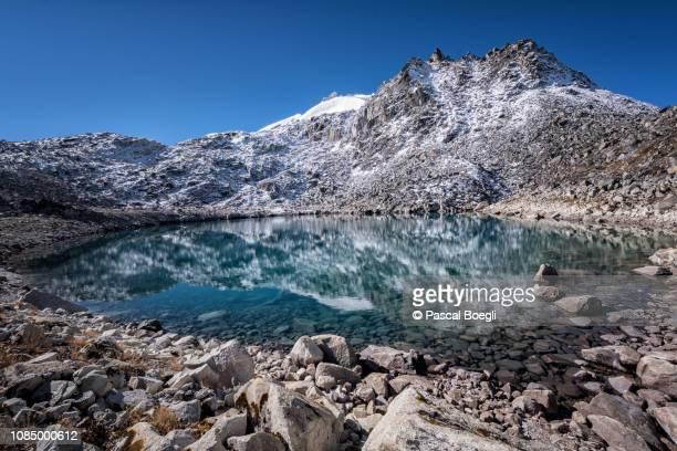 lake and snowy summit near rinchen zoe la, wangdue phodrang district, snowman trek, bhutan - bhutan stock pictures, royalty-free photos & images