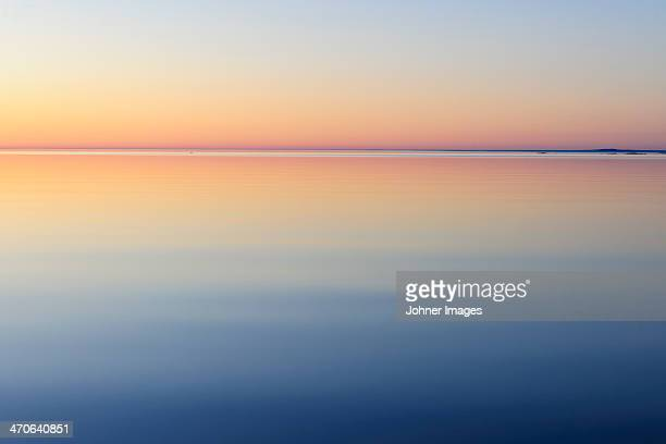 lake at dawn - horizon over water stock pictures, royalty-free photos & images