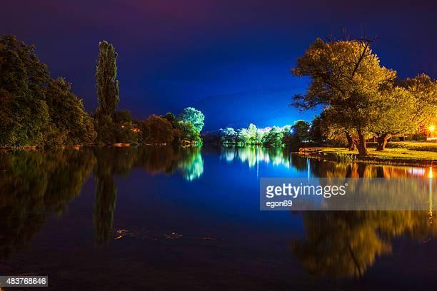 Lago à noite