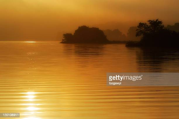 lake at sunrise - isogawyi stock pictures, royalty-free photos & images