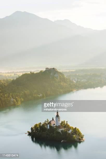 lago di bled - slovenia foto e immagini stock
