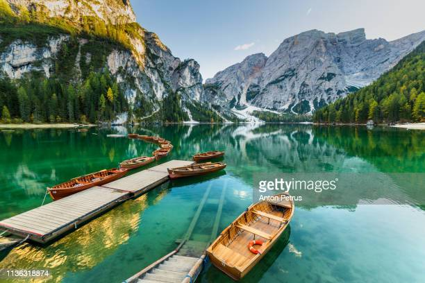 lake braies (pragser wildsee) in dolomites at sunset, sudtirol, italy. - pragser wildsee stock pictures, royalty-free photos & images