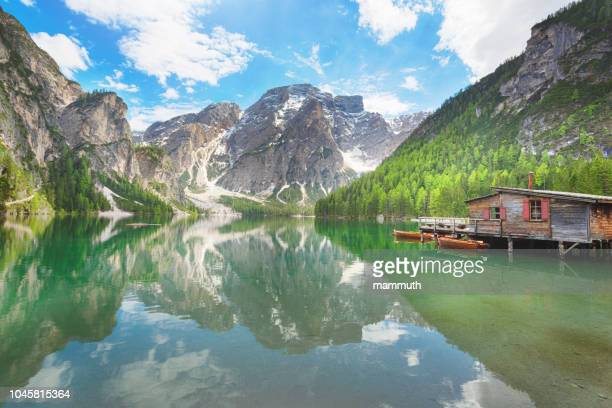 lake braies in siuth tyrol, italy - pragser wildsee stock pictures, royalty-free photos & images