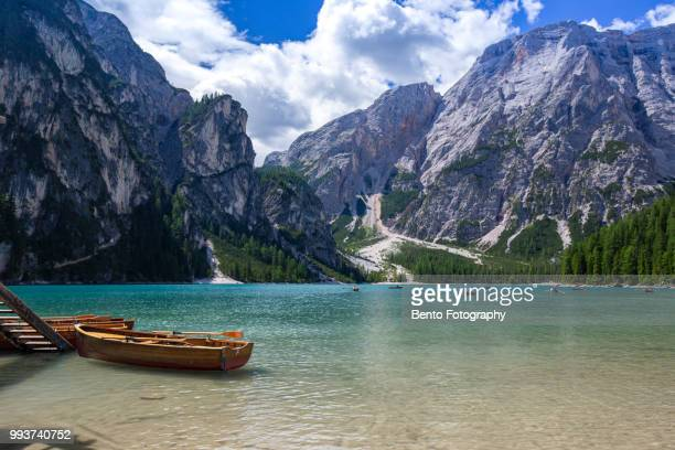 lake braies in the morning, dolomite, italy. - pragser wildsee stock pictures, royalty-free photos & images