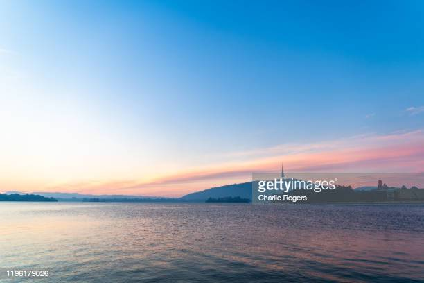 lake burley griffin and telstra tower at sunset - australian capital territory stock pictures, royalty-free photos & images