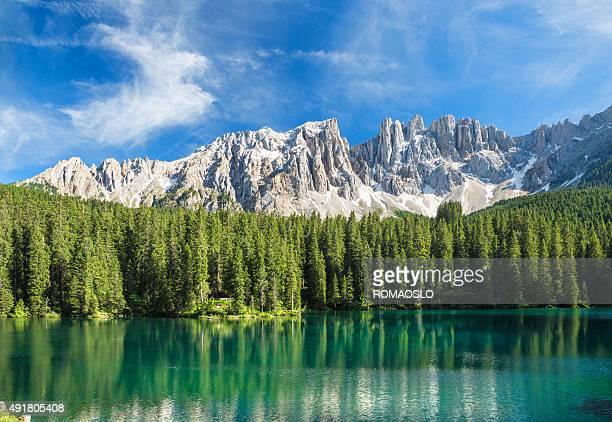 ラゴ di carezza-カラゼー、トレンティーノアルトアディジェ,イタリア - トレンティーノ ストックフォトと画像