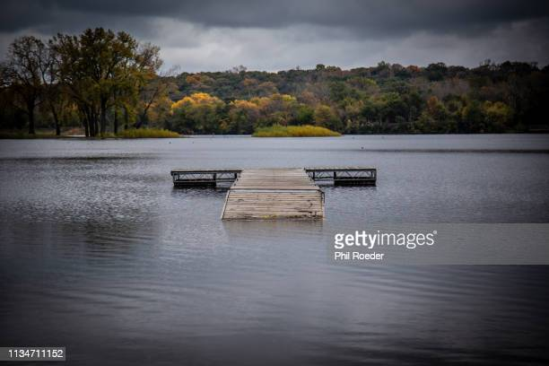 lake dock - des moines iowa stock pictures, royalty-free photos & images