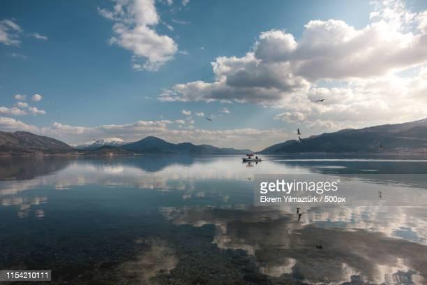 lake egirdir - 湖 photos et images de collection