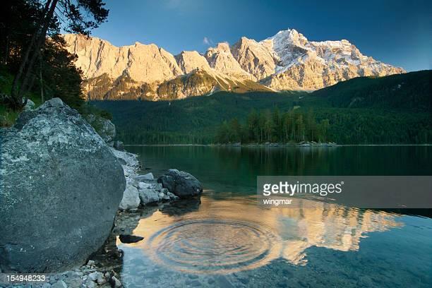 lake eibsee mit mt. zugspitz, Bayern, Deutschland