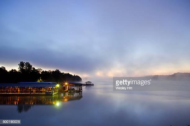 lake fayetteville boat dock - ファイアットヴィル ストックフォトと画像